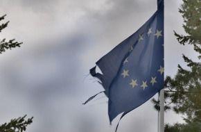bandera Europa rasgada