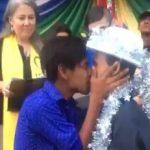 La boda viral de dos chicos gais hondureños en la caravana migrante: un reflejo de esperanza en un océano de pobreza, persecución y xenofobia