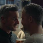 La BBC incluye un beso entre dos hombres en su anuncio de felicitación navideña