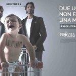 La alcaldesa de Roma ordena la retirada de un cartel homófobo contra las familias homoparentales