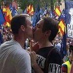 Racismo, homofobia y simbología fascista en la manifestación neonazi que la delegada del Gobierno permite en Madrid