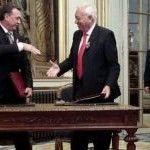Risas y complicidad entre los gobiernos ruso y español durante la firma del convenio de adopción que discrimina a homosexuales