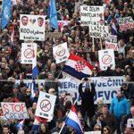 """Miles de croatas se manifiestan por """"temor"""" a que el Convenio de Estambul contra la violencia de género sirva para favorecer derechos LGTB"""