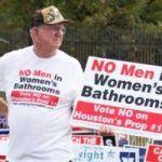 Así funciona la manipulación: el «pánico transexual en los baños» tumba la normativa antidiscriminatoria en Houston (Texas)
