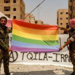 Un grupo armado «queer», formado por combatientes anarquistas y kurdos, lleva la bandera arcoíris al corazón del Estado Islámico