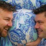 Una mujer australiana actúa como gestante subrogada del hijo de su hermano gay y de su pareja