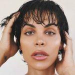 La cantante y actriz trans Jedet se desnuda emocionalmente en su libro «Efecto Mariposa»