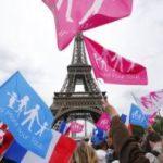 Miles de personas se manifiestan en Francia contra el matrimonio igualitario