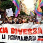 Ochocientas personas exigen la dimisión del delegado del Gobierno de Murcia, quien por su parte minimiza la agresión neonazi al Orgullo