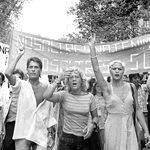Salen a la luz imágenes grabadas inéditas de la primera manifestación del Orgullo tras la muerte de Franco (Barcelona, 1977)