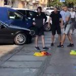 Matones ultras destrozan un stand de colectivos LGTB en Szczecin (Polonia)