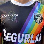El Orihuela Deportiva presenta una equipación con la bandera arcoíris para apoyar al colectivo LGTBI