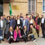 La placa que homenajeaba a los homosexuales represaliados en la antigua prisión de Huelva incluye por fin el recuerdo de las personas trans