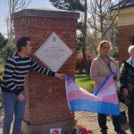 El Ayuntamiento de Madrid, a petición de Arcópoli, coloca una placa en el Parque del Oeste como homenaje a la desaparecida Cristina La Veneno