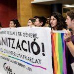 Activistas LGTBI ocupan la Dirección de Igualdad de la Generalitat para denunciar que la ley catalana contra la LGTBIfobia no se está aplicando