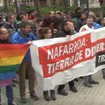 HazteOír lleva su campaña tránsfoba a Navarra, donde su «autobús del odio» causa heridas a una manifestante