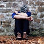 El 43% de los jóvenes gays, lesbianas y bisexuales que sufren acoso en España piensa en el suicidio
