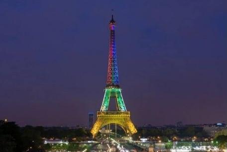 torre-eiffel-iluminada